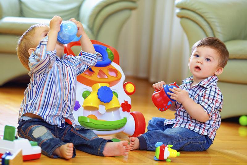 Почему ребенок ломает свои игрушки