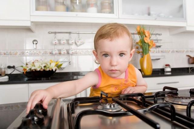 Малыш и кухня: правила безопасности