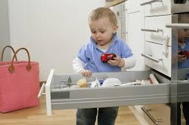Как сделать дом безопаснее для ребенка