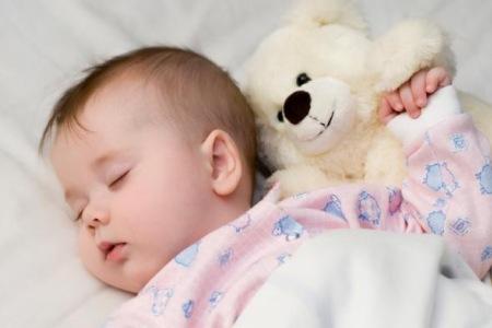 Ночные кормления: когда и как отучать ребенка от них