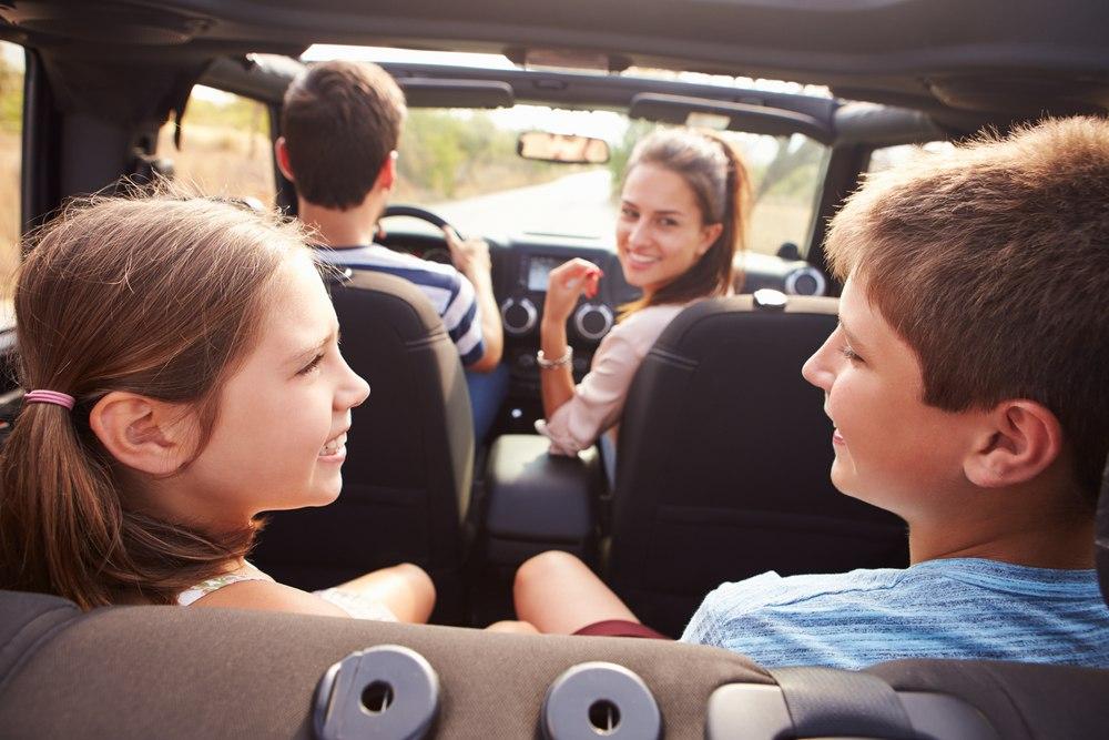 Путешествуем с детьми на машине: что важно знать