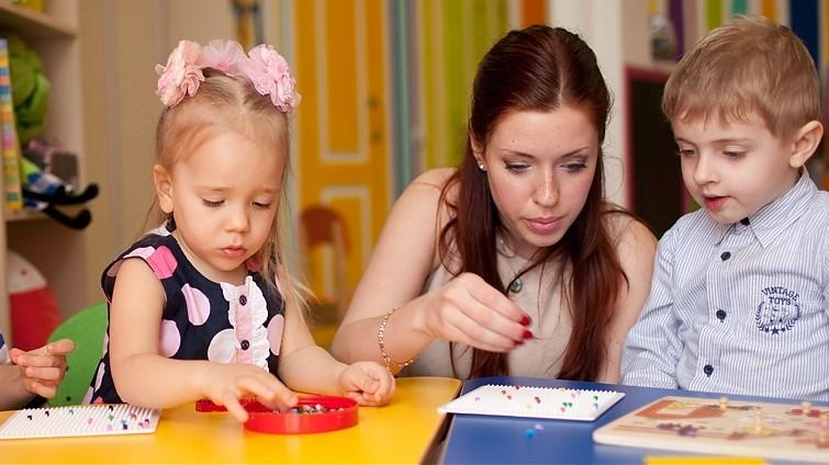 Стоит ли отдавать ребенка в центры раннего развития?